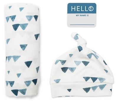 Lulujo Set aus Mütze, Swaddle, Fotosticker - blaue Dreiecke