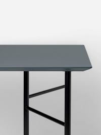 Ferm Living Tisch in Dusty Blue, 160 cm (div. Beinfarben)