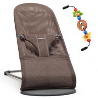 BabyBjörn Babywippe, Balance Bliss Mesh, Schokoladenbraun mit Spielzeug