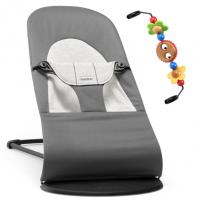 BabyBjörn Babywippe, Balance Cotton / Jersey, Dunkelgrau / Grau mit Spielzeug