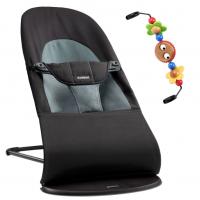 BabyBjörn Babywippe, Balance Soft Cotton, Schwarz / Dunkelgrau mit Spielzeug